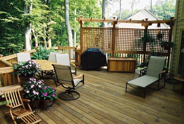 4 Fall Deck Maintenance Tips