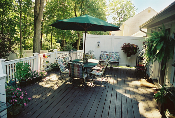 The many pros and cons of a composite deck for Disadvantages of composite decking