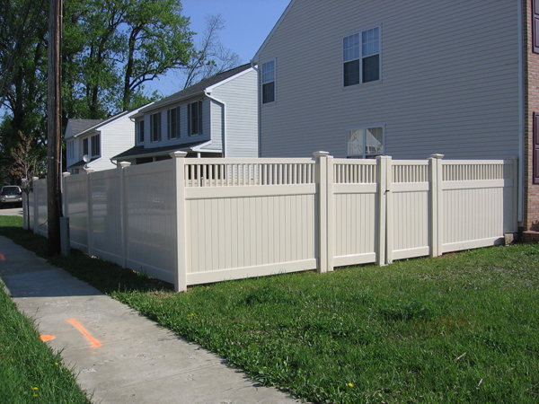 Why We Love Vinyl Fences ...