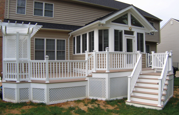 screened in porch or deck
