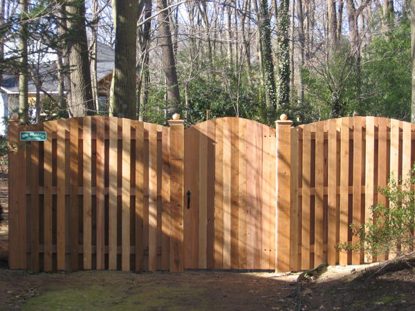 How a Wood Fence Can Create a Classic Look for Your Home in the New Year