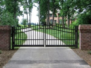 Aluminum vs. Steel Fencing