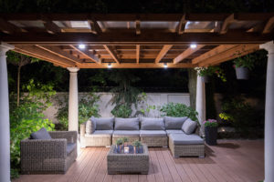 5 Different Ways to Decorate a Pergola